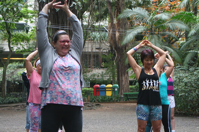 zumba fitness parque 27-09-2014 - 001001003_15187951787_m