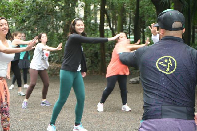 zumba fitness parque 27-09-2014 - 001001004_15187951307_m