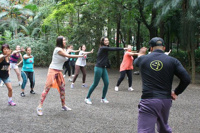 zumba fitness parque 27-09-2014 - 001001005_15187950907_m