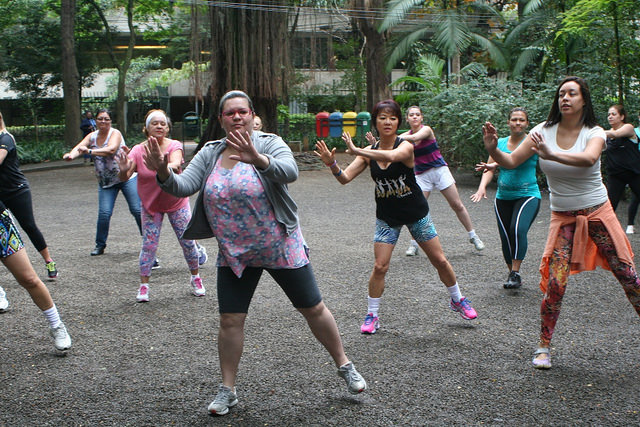 zumba fitness parque 27-09-2014 - 001001007_15351444496_m