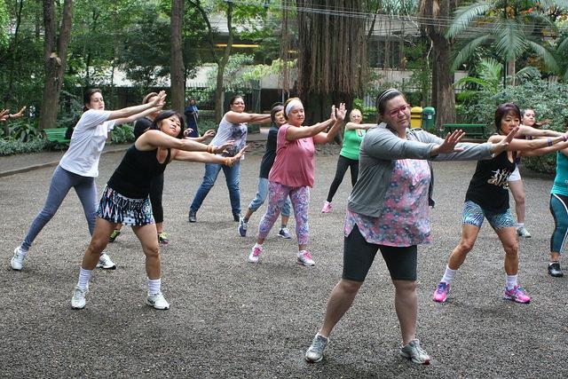 zumba fitness parque 27-09-2014 - 001001008_15187867478_m
