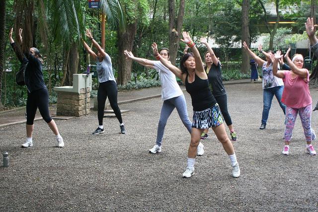 zumba fitness parque 27-09-2014 - 001001010_15351443096_m