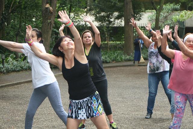 zumba fitness parque 27-09-2014 - 001001011_15187947757_m