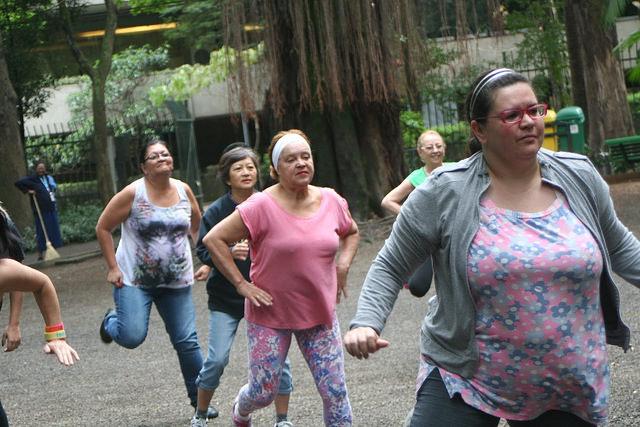 zumba fitness parque 27-09-2014 - 001001012_15187706169_m