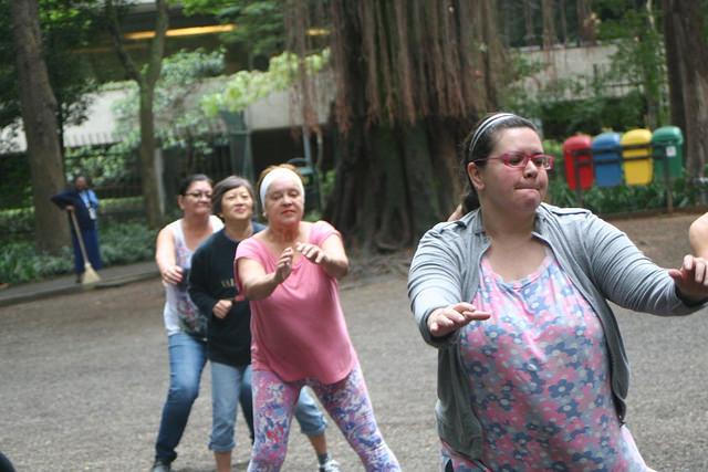 zumba fitness parque 27-09-2014 - 001001013_15374149802_m