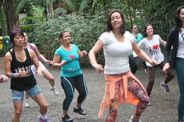 zumba fitness parque 27-09-2014 - 001001014_15351441146_m