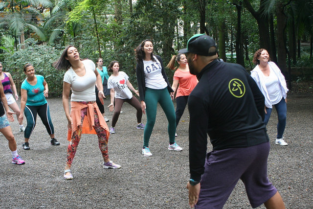 zumba fitness parque 27-09-2014 - 001001016_15351440186_m