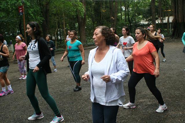 zumba fitness parque 27-09-2014 - 001001042_15187750280_m