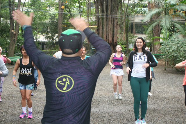 zumba fitness parque 27-09-2014 - 001001043_15374136642_m