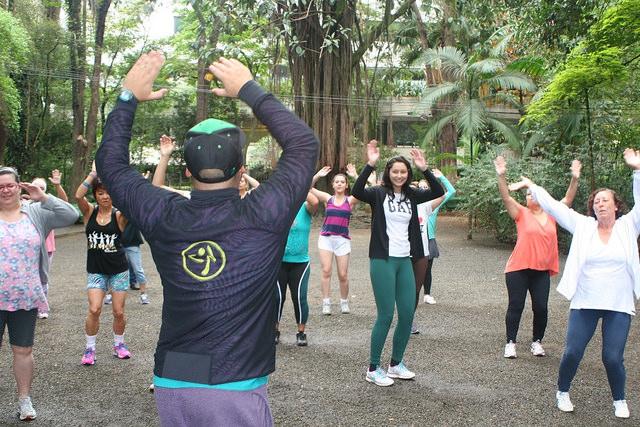 zumba fitness parque 27-09-2014 - 001001044_15187748180_m