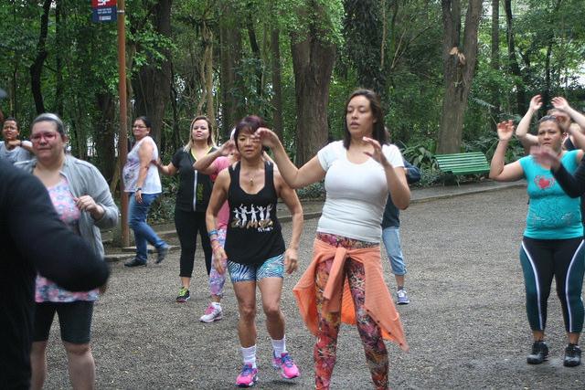 zumba fitness parque 27-09-2014 - 001001047_15187932177_m
