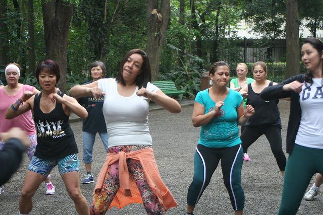 zumba fitness parque 27-09-2014 - 001001048_15351425536_m