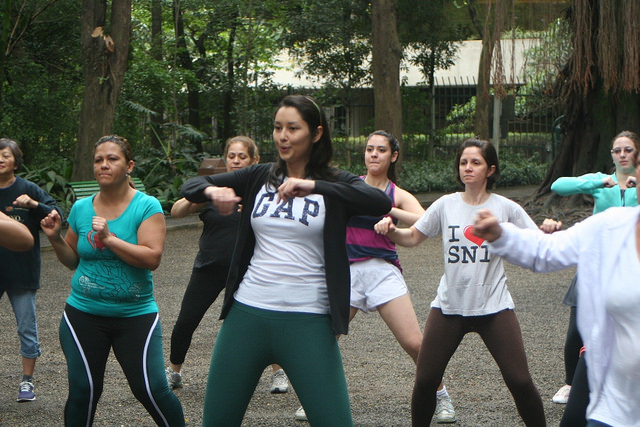zumba fitness parque 27-09-2014 - 001001049_15187849308_m