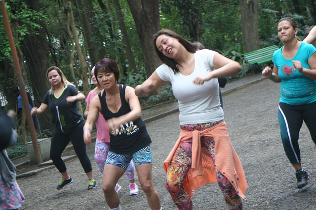 zumba fitness parque 27-09-2014 - 001001052_15187687349_m
