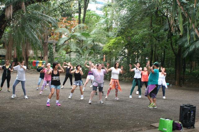 zumba fitness parque 27-09-2014 - 001001055_15187740710_m