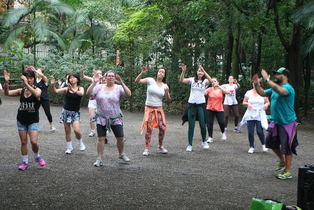 zumba fitness parque 27-09-2014 - 001001056_15187843418_m