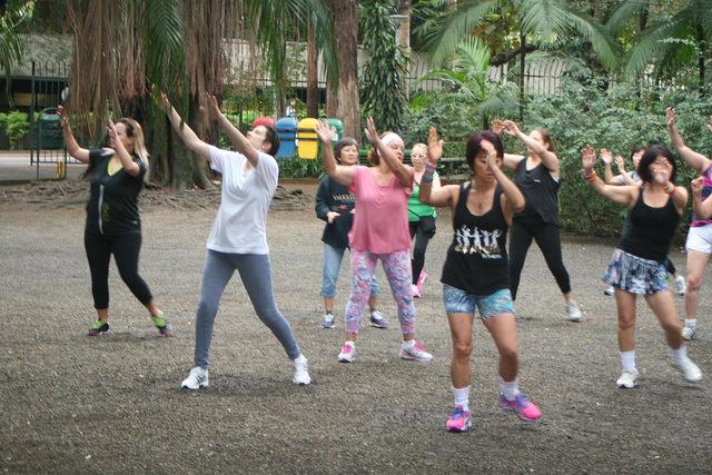 zumba fitness parque 27-09-2014 - 001001057_15187739410_m