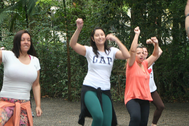 zumba fitness parque 27-09-2014 - 001001058_15351418506_m