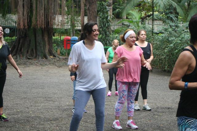 zumba fitness parque 27-09-2014 - 001001062_15187679629_m