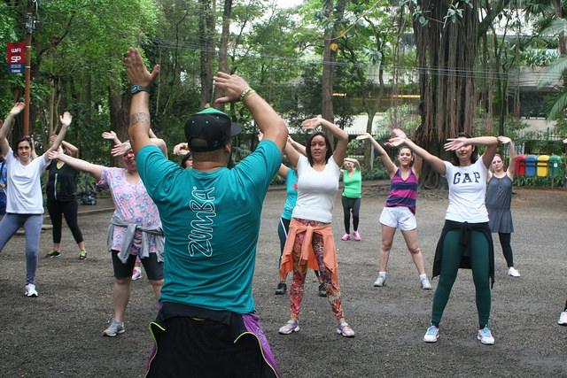 zumba fitness parque 27-09-2014 - 001001067_15187838148_m