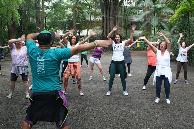 zumba fitness parque 27-09-2014 - 001001068_15187734260_m