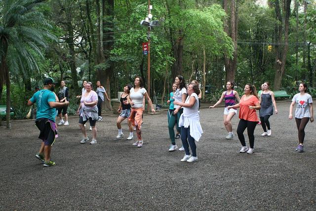 zumba fitness parque 27-09-2014 - 001001069_15187677339_m