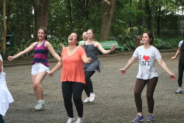 zumba fitness parque 27-09-2014 - 001001073_15187835788_m