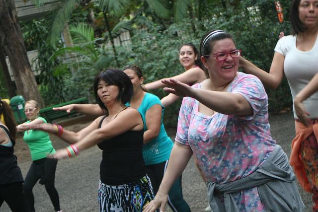 zumba fitness parque 27-09-2014 - 001001081_15187673629_m