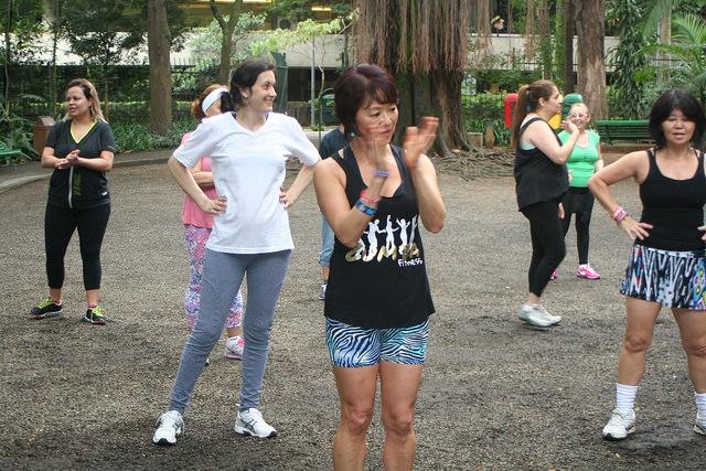 zumba fitness parque 27-09-2014 - 001001084_15351408766_m