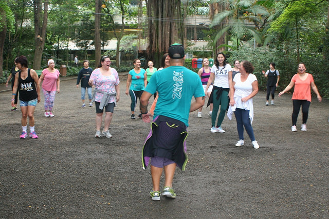 zumba fitness parque 27-09-2014 - 001001085_15187670999_m
