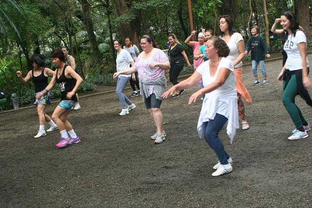 zumba fitness parque 27-09-2014 - 001001097_15187815438_m